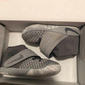 ea1a20037c8e Nike Kyrie 2 basketball shoes size 5c toddler